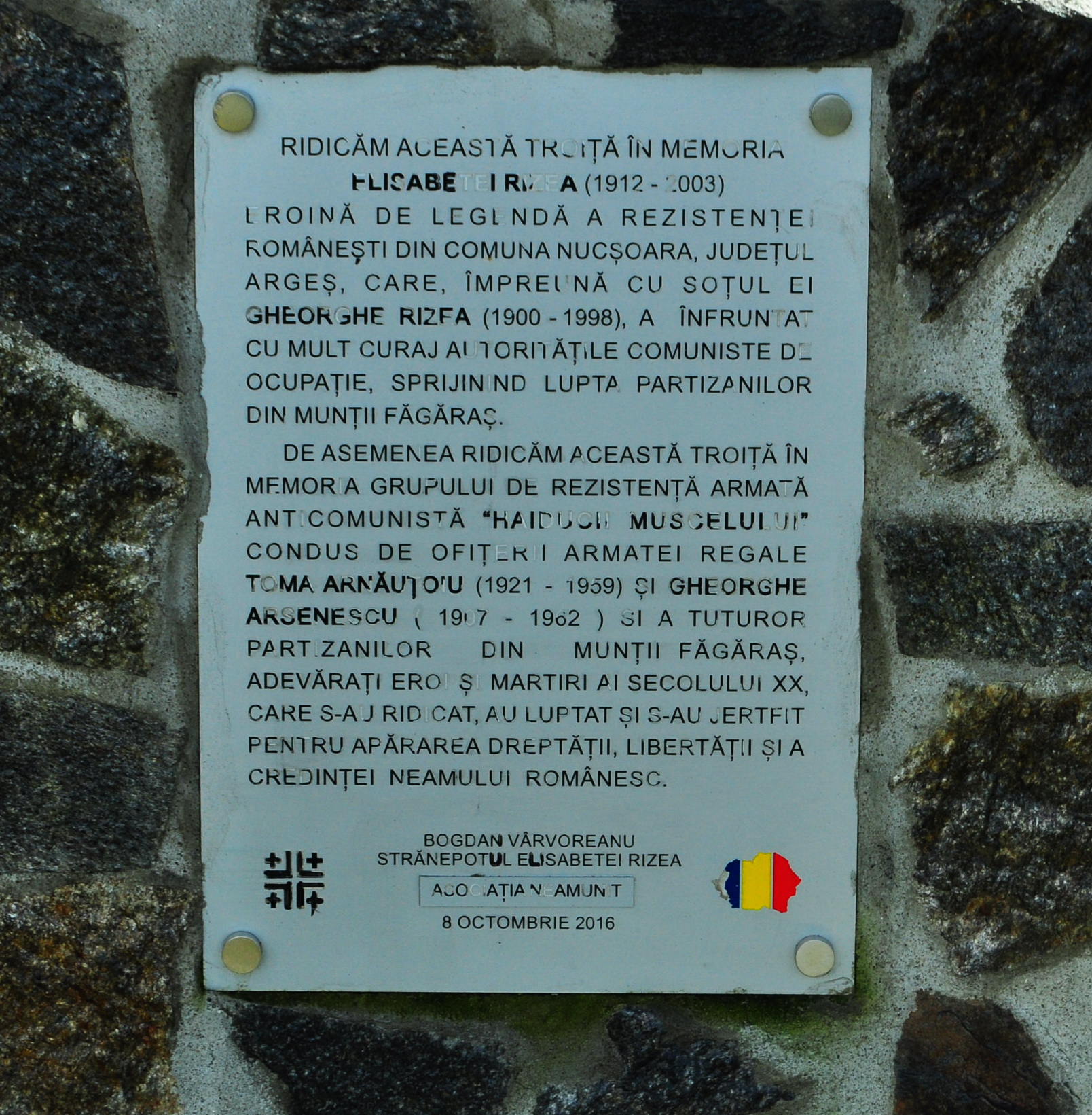 Inscripţie dedicat luptătorilor anticomunişti