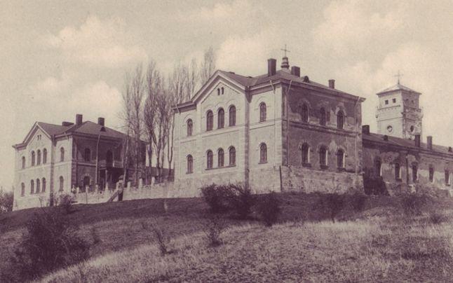 Liceul Militar Mânăstirea Dealu înainte de a fi distrus în cutremurul din 1940, Sursa: www.adevarul.ro