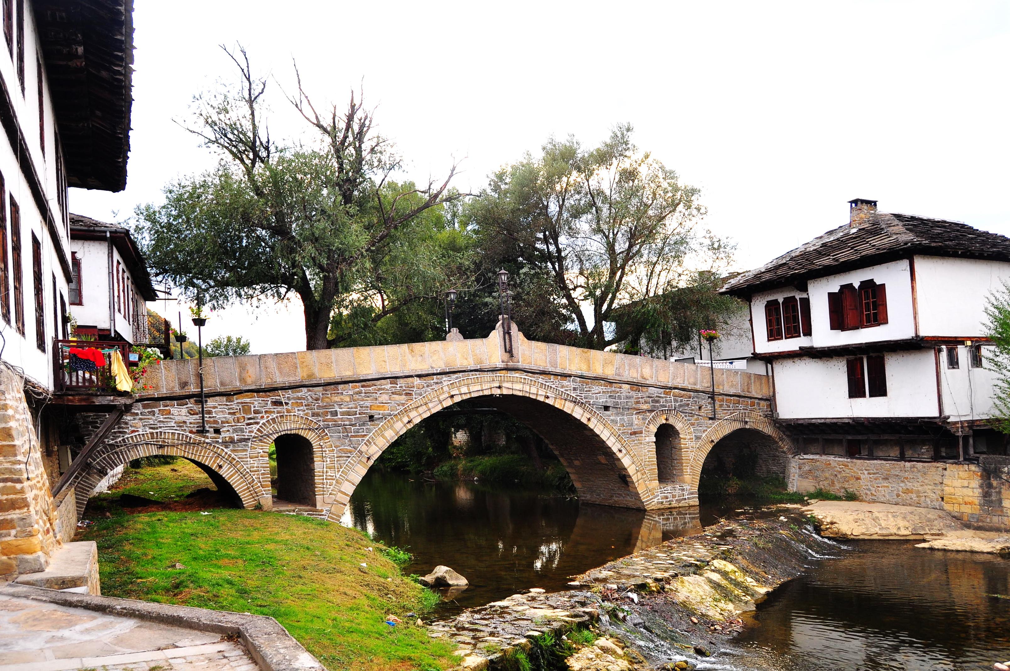 Podul din centrul istoric. Tryavna. Bulgaria