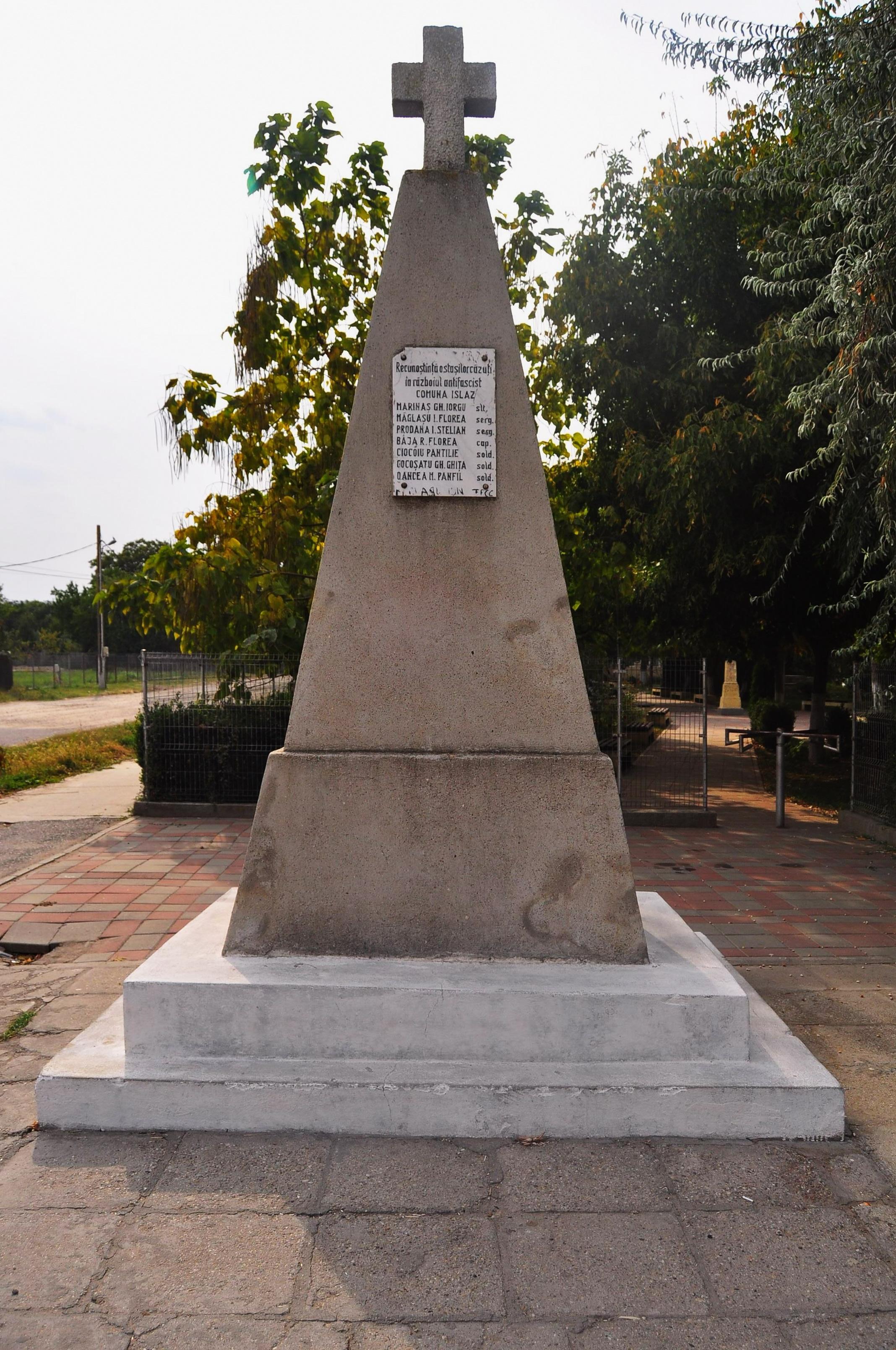Islaz. Monument ridicat în amintirea eroilor căzuţi în al Doilea Război Mondial