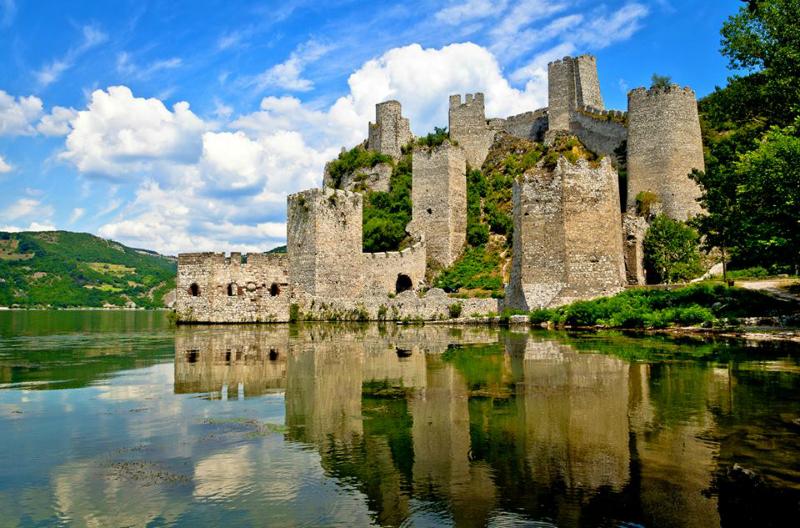 Cetatea Golubăţ - Serbia via www.wikipedia.org