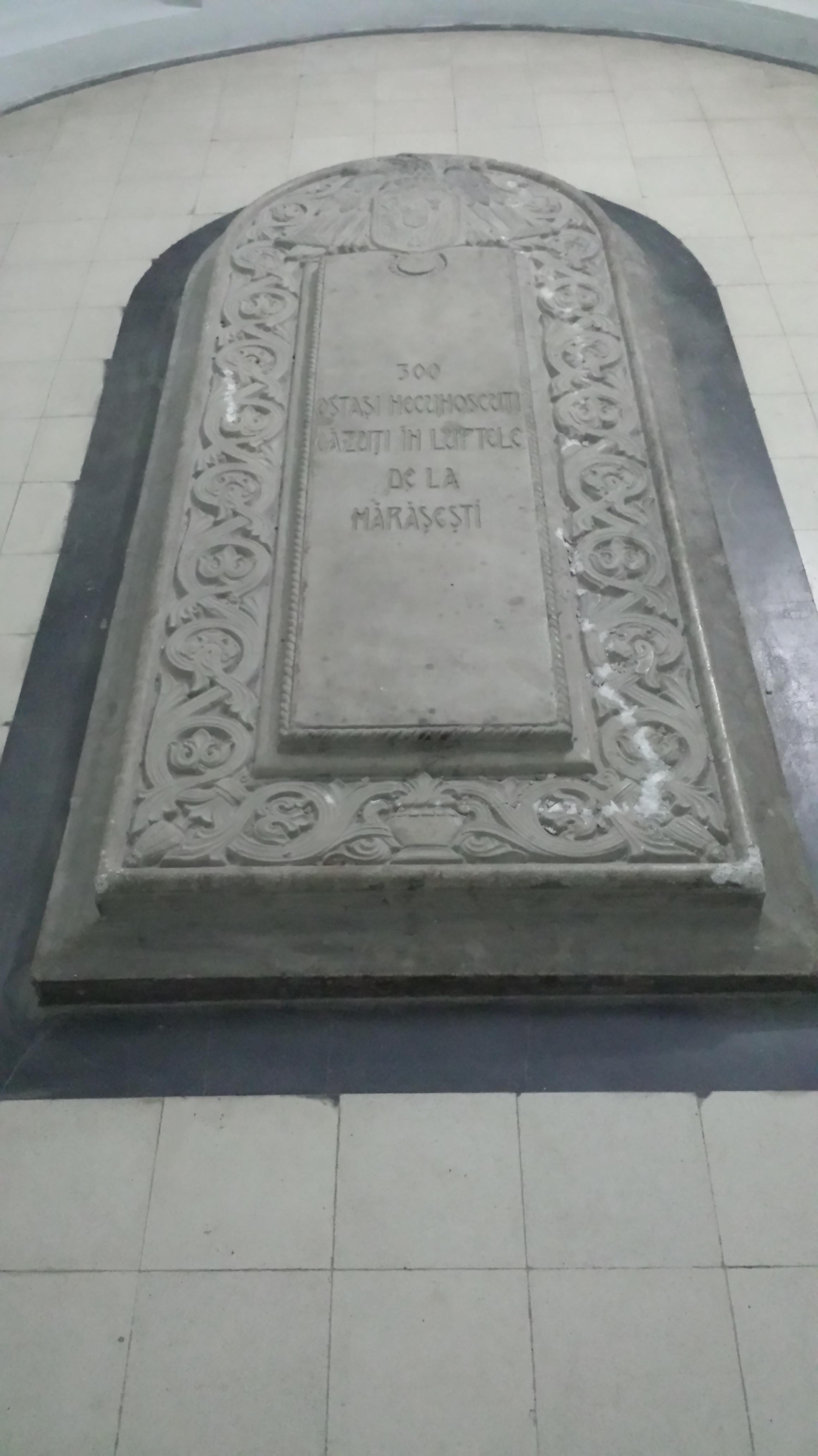 Mausoleul Mărăseşti - piatră funerară