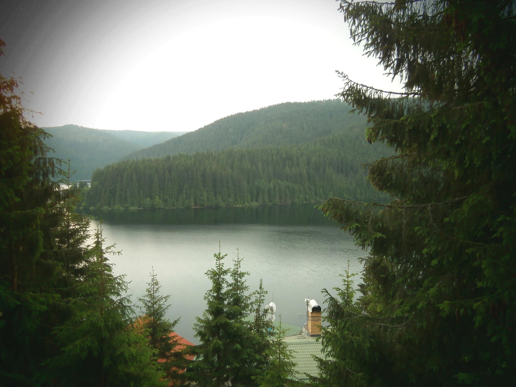Vedere a lacului Beliş - Fântânele de la balconul Pensiunii Iris.