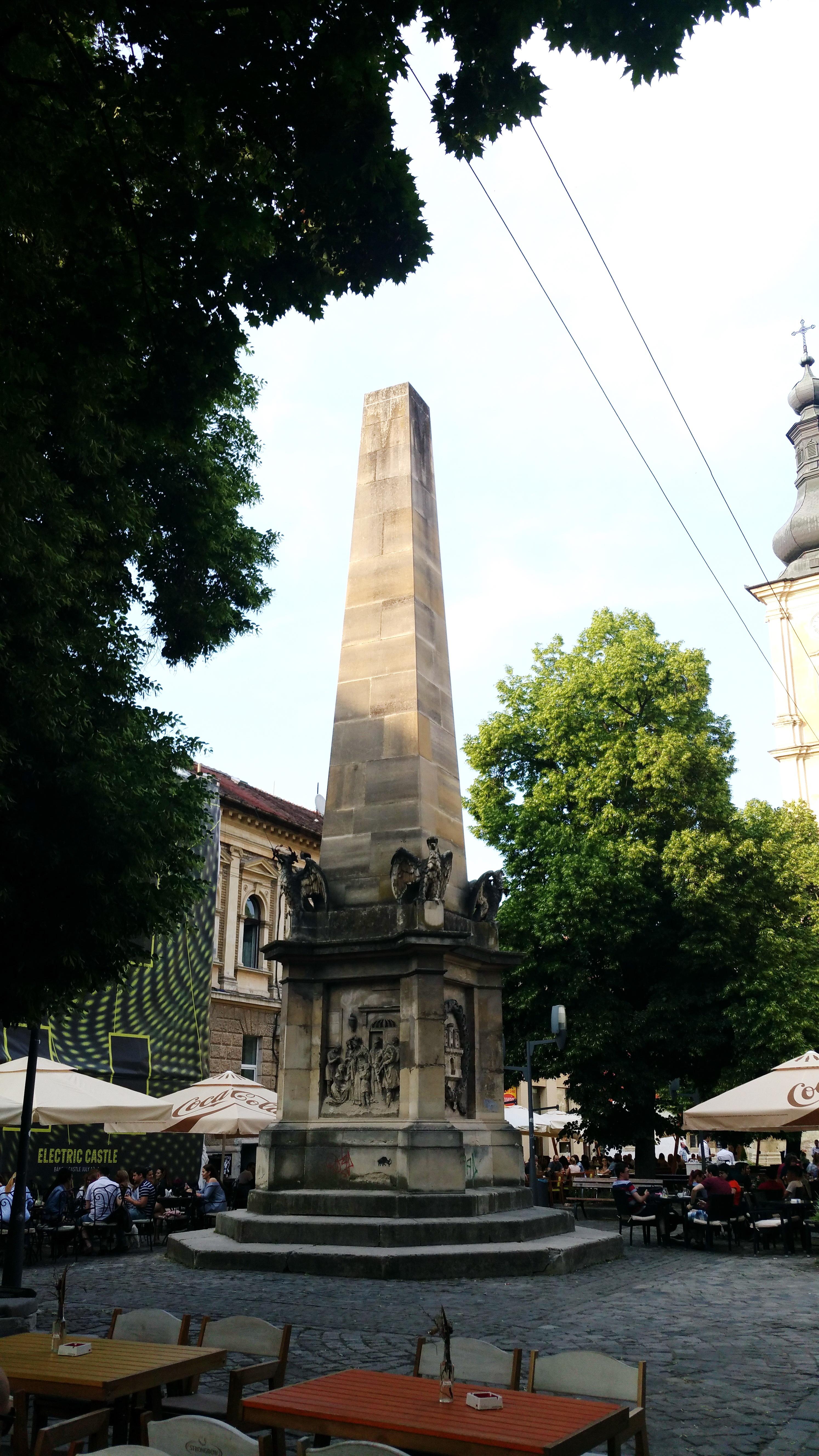 Obeliscul Carolina din Piaţa Muzeului