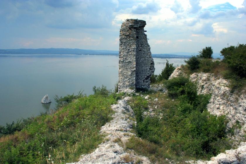 Cetatea Ladislau şi Stânca Baba Caia