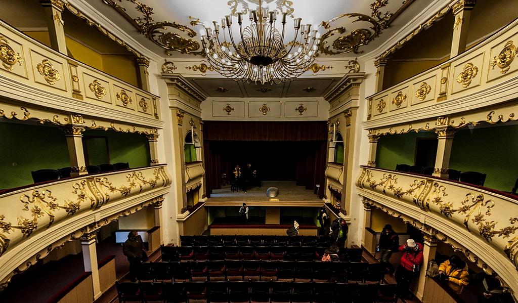 Teatrul Vechi Mihai Eminescu - Oraviţa via www.radioreşiţa.ro