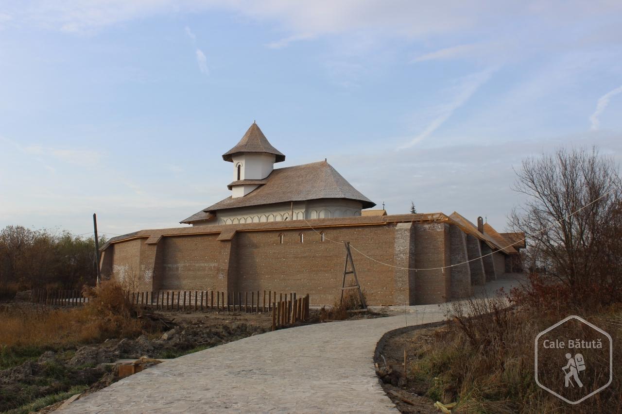 Mânăstirea Turnu - via www.calebatuta.ro