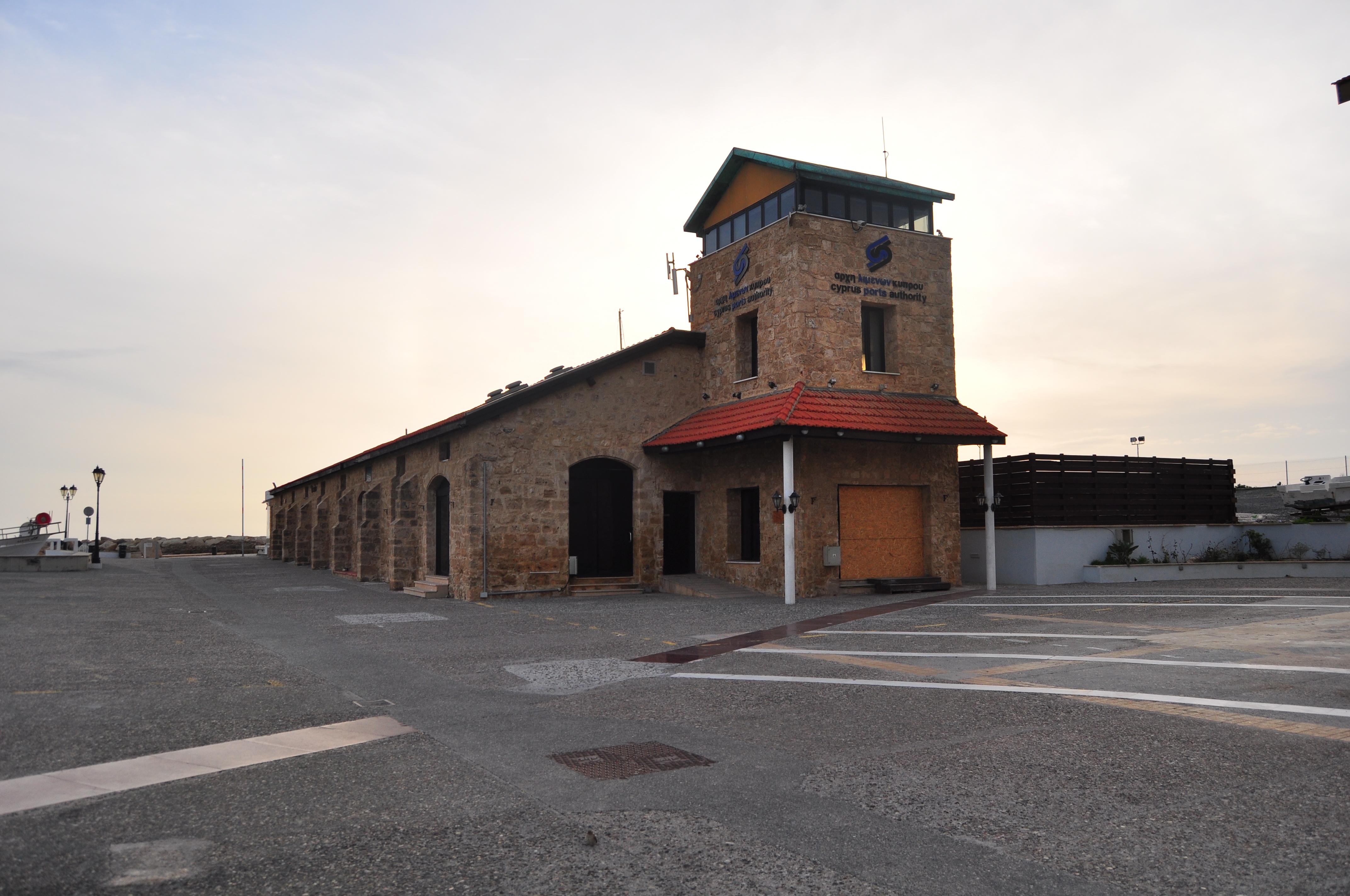 Clăadirea unde îşi are sediul Administraţia Portuară. Paphos