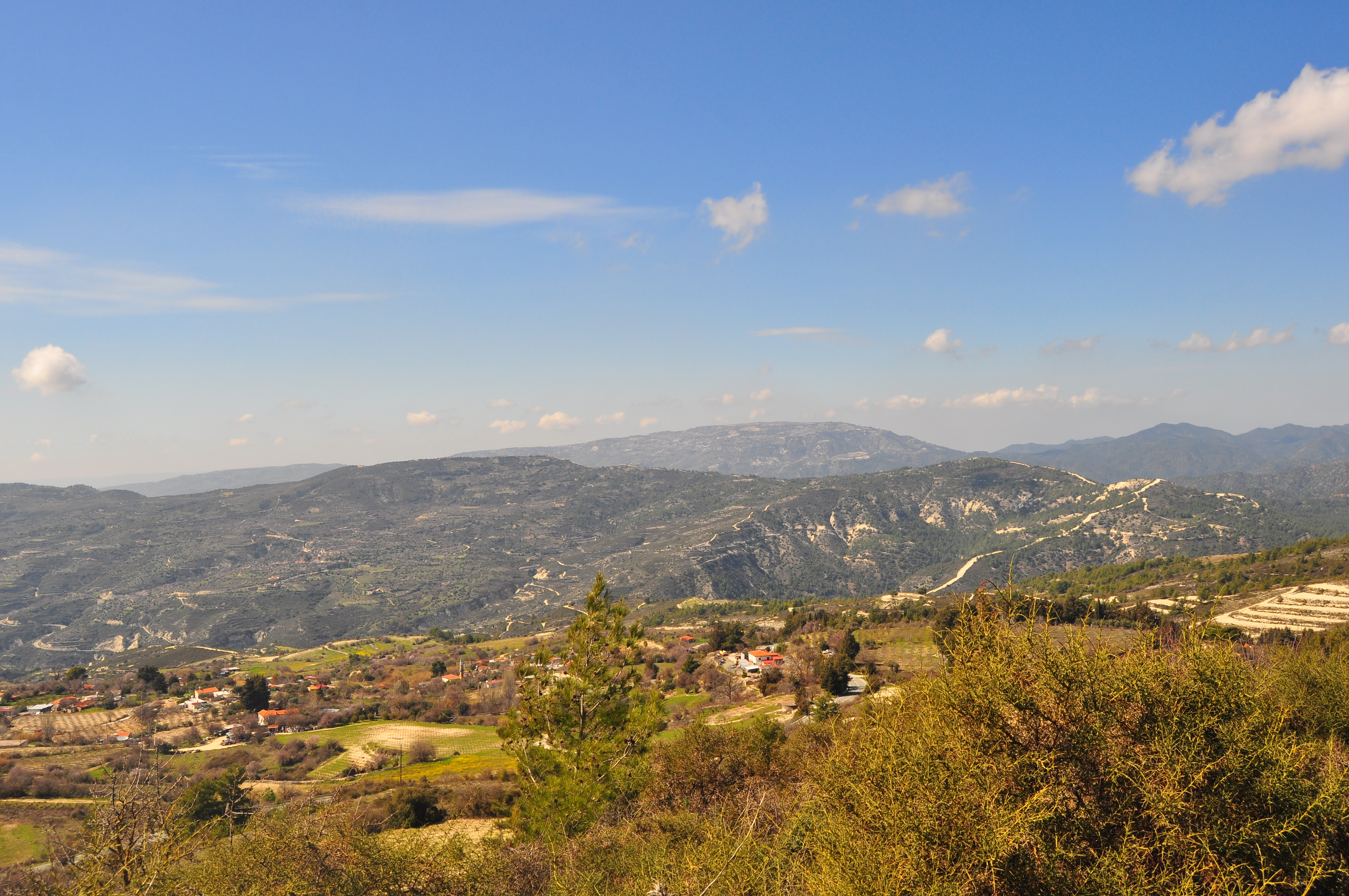 În drum spre satul Omodos. Paphos