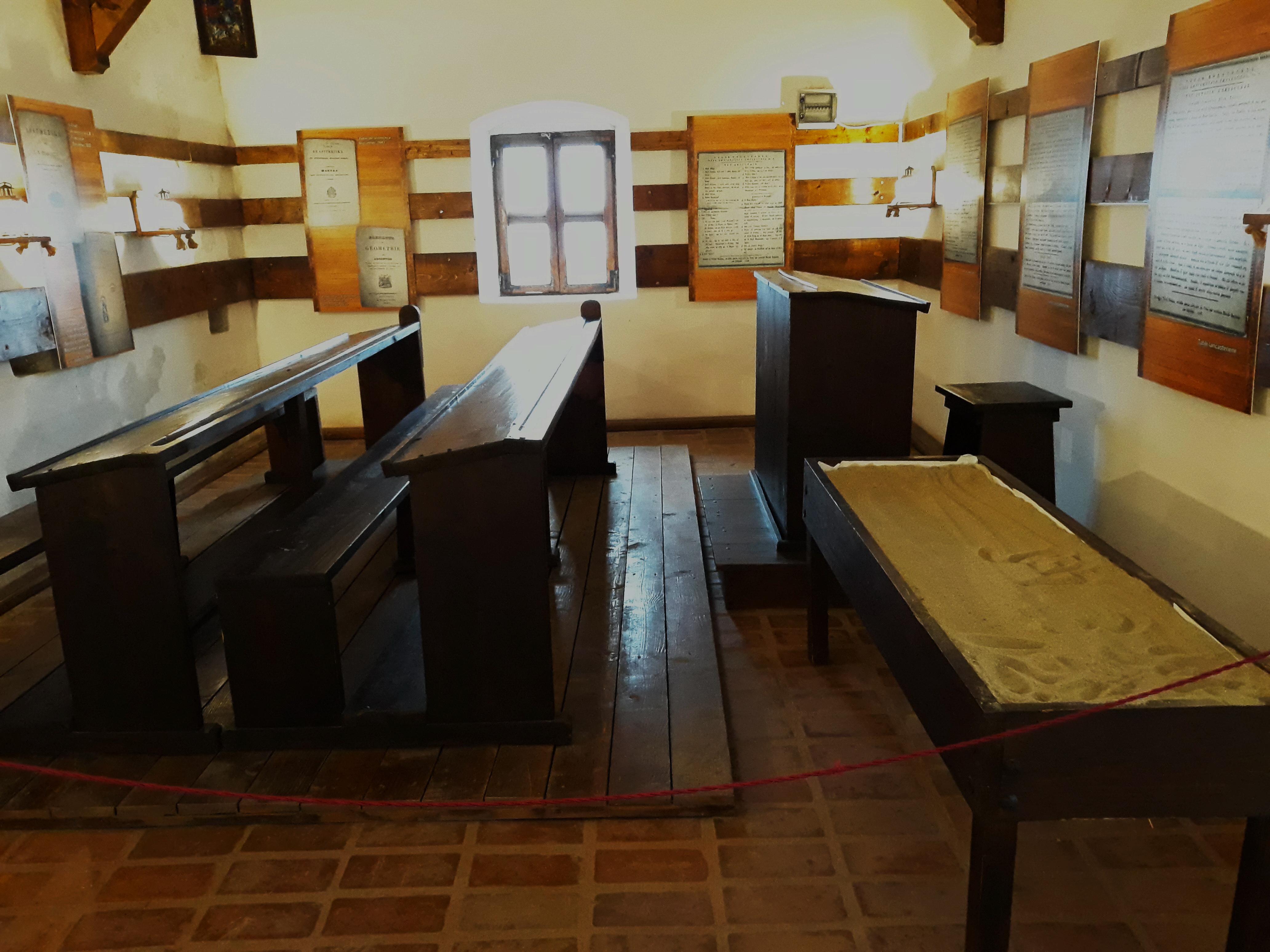 Lădița de nisip. Școala lui Dinicu Golescu. Muzeul Golești