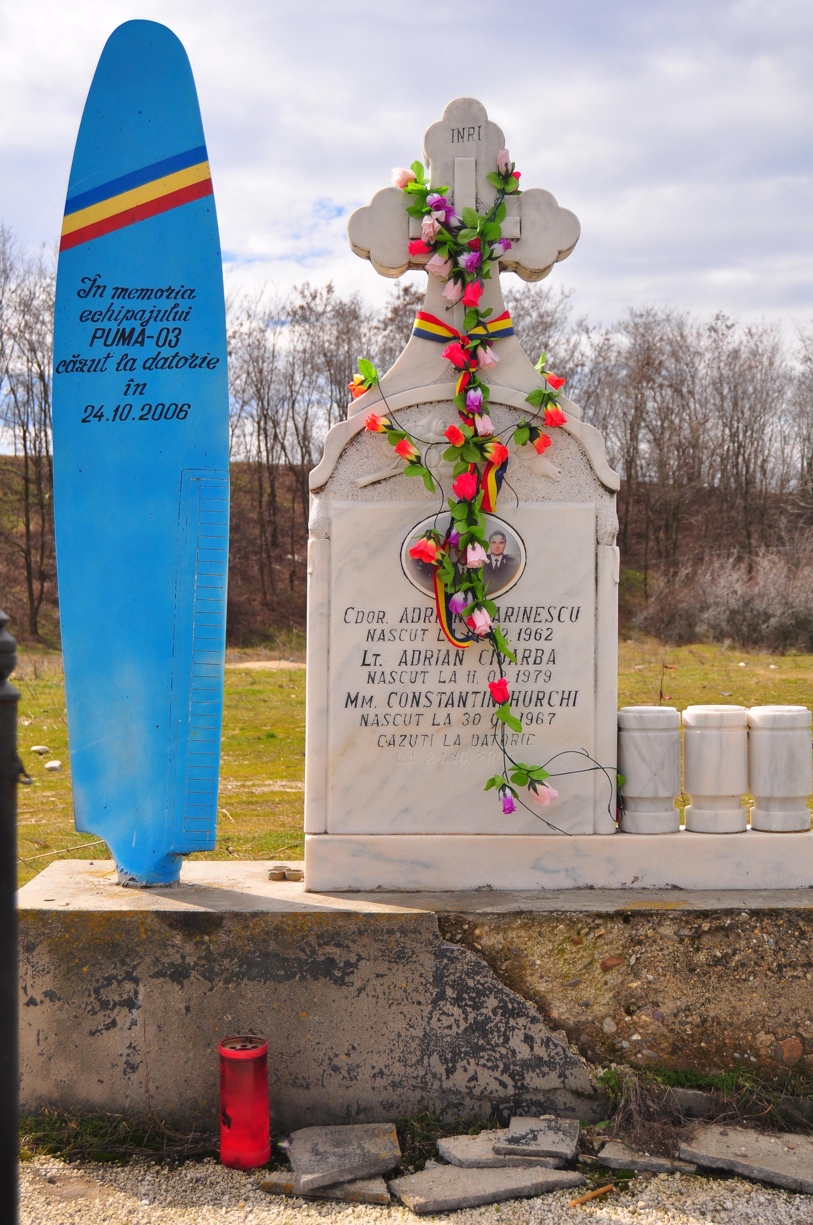 Monument funerar ridicat în victimelor accidentului din 2006 de la Barajul Golești
