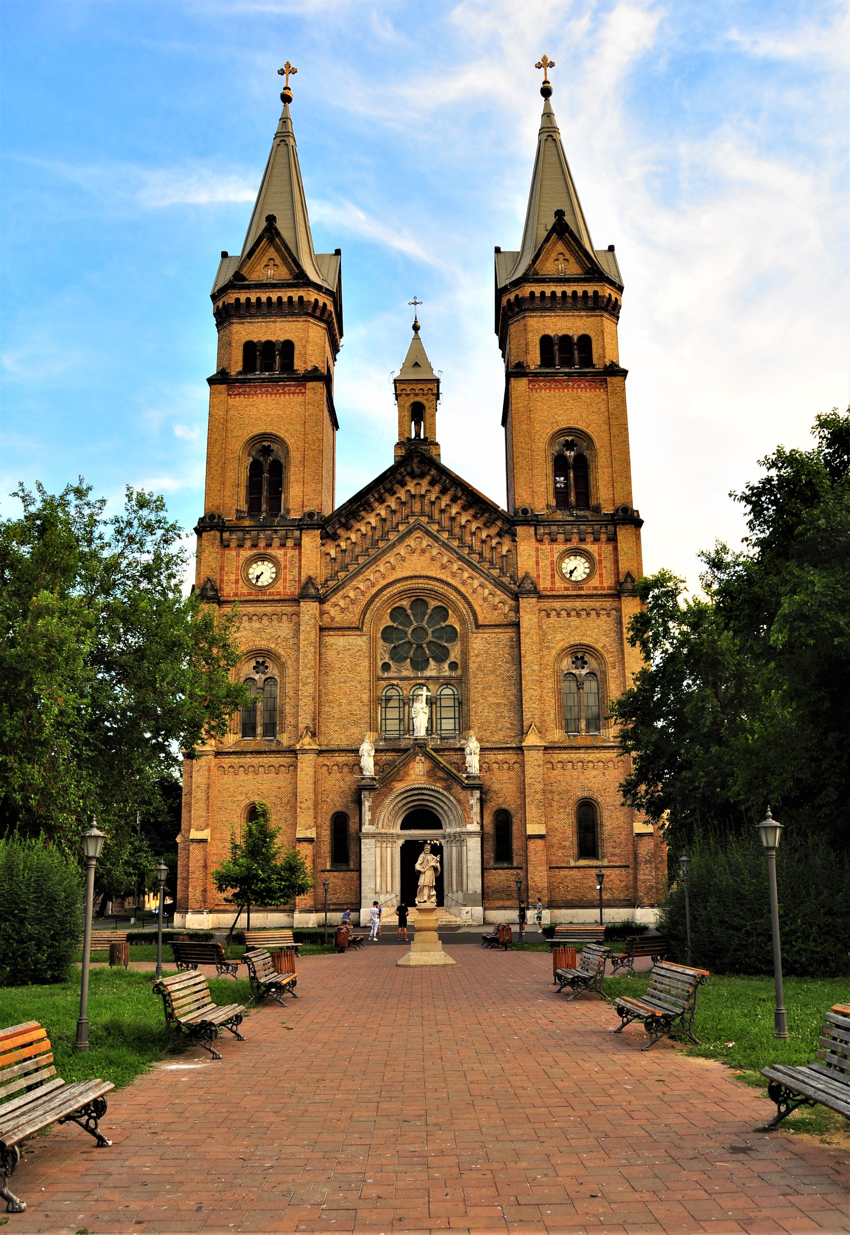 Piața Romanilor și Biserica Millennium. Timișoara